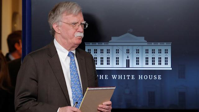 """Bolton señala que """"habrá serias consecuencias"""" para aquellos intenten """"dañar"""" a Guaidó"""