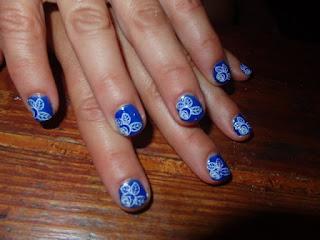 manicura azul mar