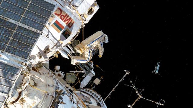 Russian Cosmonaut Chucks Mini Satellites Into Orbit With A Powerful Throw! Sun%252C%2Bmeteor%252C%2BUFO%252C%2BDominican%2BRepublic%252C%2BUFOs%252C%2Bsighting%252C%2Bsightings%252C%2Balien%252C%2Baliens%252C%2BET%252C%2Brainbow%252C%2Bboat%252C%2Bpool%252C%2B2018%252C%2Bnews%252C%2Btime%2Btravel%252C%2Blevetate%252C%2Bblur%252C%2Brosette%252C%2Bnasa%252C%2Bcloak%252C%2Binvisible%252C%2Bmars%252C123222