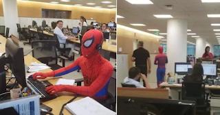Παραιτήθηκε από την τράπεζα και πήγε ντυμένος Spider-Man (Βίντεο)