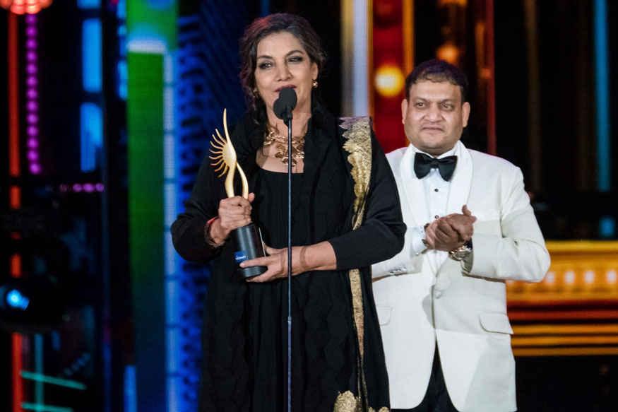 Disha Patani and Taapsee Pannu Accepts Award at 2017 IIFA Awards at MetLife Stadium
