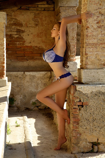 Jordan-Carver-Aquavita-hot-sexy-photoshoot-image-in-hd-quality-12
