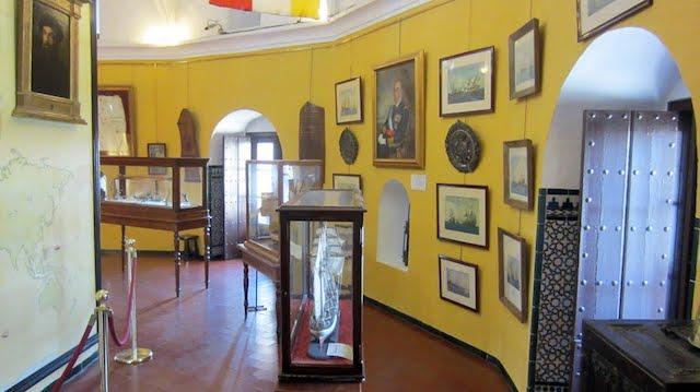 Museu Marítimo Torre del Oro em Sevilha