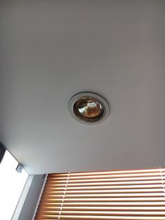 đèn sưởi âm trần phòng tắm 2018