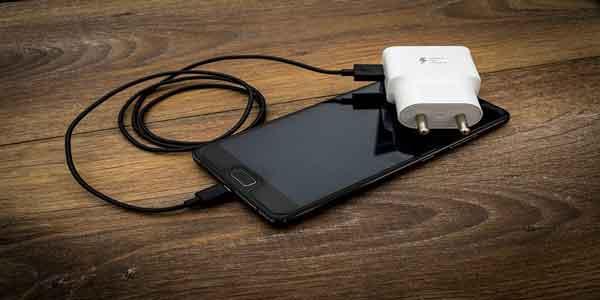 cara meningkatkan daya tahan baterai ponsel