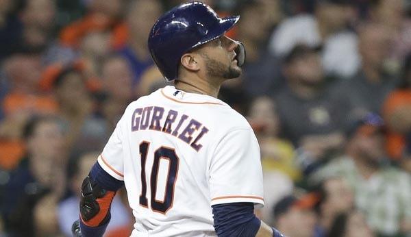 El Yuli Gurriel, 7 partidos seguidos con hits, batea 300 en septiembre