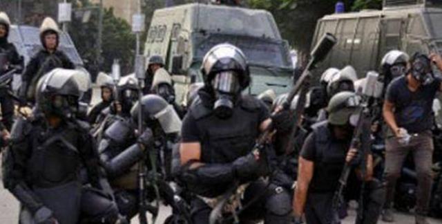 بالصور :قوات الشرطه تعتدى على طلاب الثانويه العامه المتظاهرين واصابة والقاء القبض على بعض الطلاب