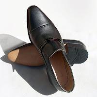 Siyah kundura ayakkabı