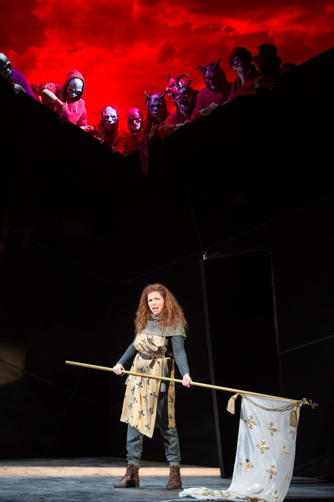 Kate Ladner (Giovanna) and Chorus in Verdi's Giovanna d'Arco at the Buxton Festival in 2015. Photo (c) Jonathan Keenan