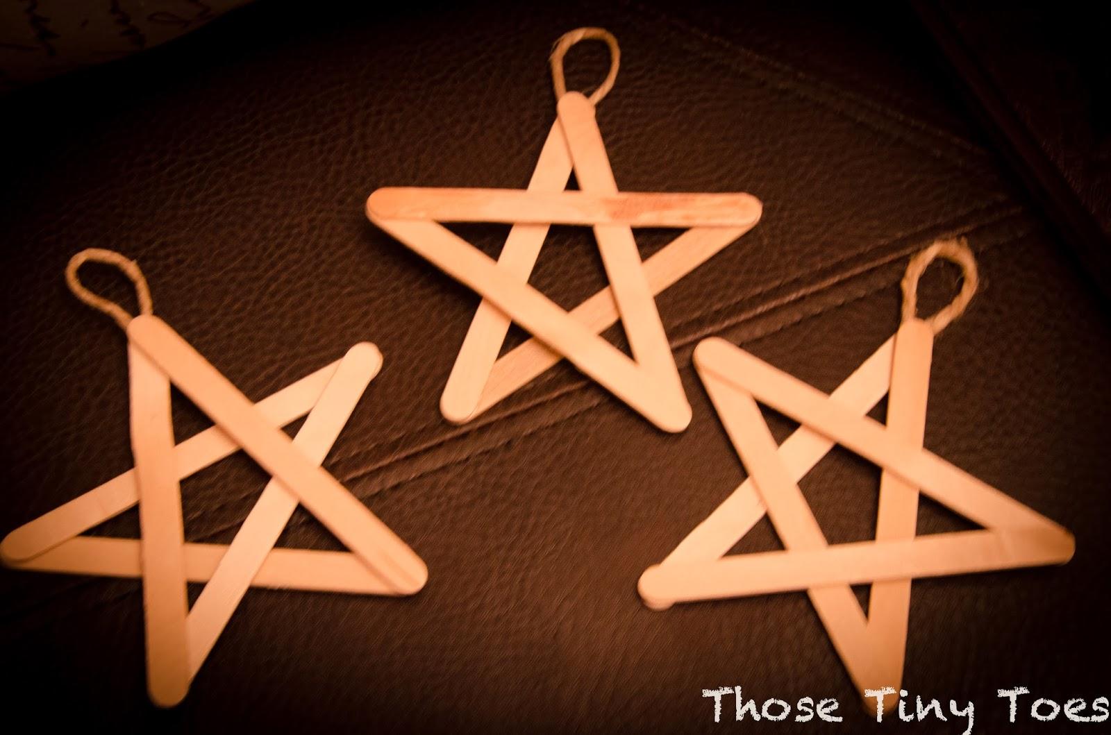 craft stick star ornaments add paint glitter basteln pinterest weihnachtsschmuck die. Black Bedroom Furniture Sets. Home Design Ideas