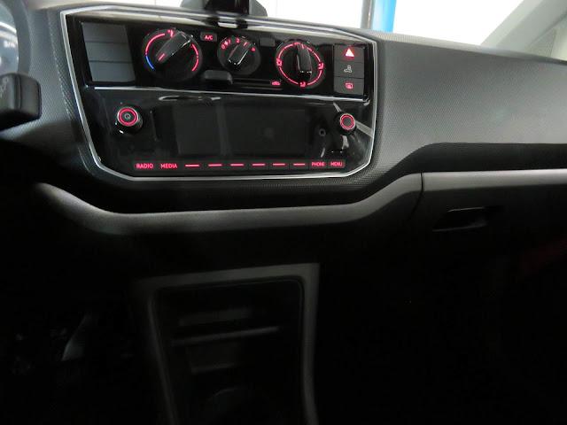 Novo VW Up! 2018 - sistema de iluminação ambiente em LED