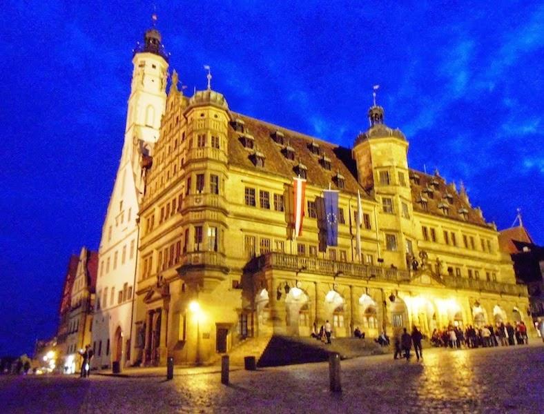 Rathaus a noite