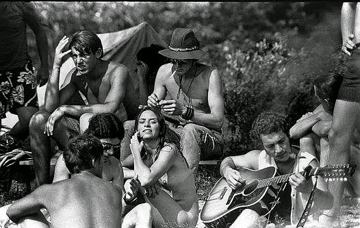 hippies-at-woodstock-festival-69