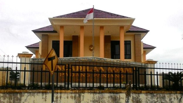 Elvia, Ketua Pengadilan Agama Padang Kepergok Berdua dengan Cowok di Kamar