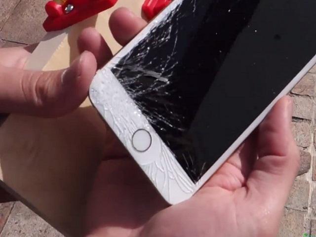 iPhone 5c bị vỡ màn hình mặt kính
