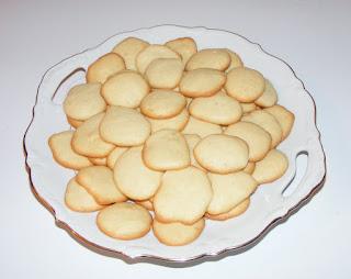 fursecuri, fursecuri din albusuri, dulciuri, deserturi, retete, retete culinare, fursecuri simple si rapide,