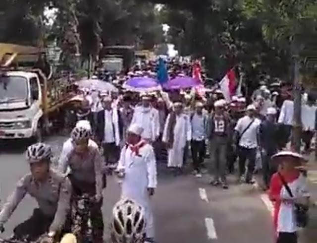 Ribuan muslim Ciamis jalan kaki ke Jakarta Aksi 212