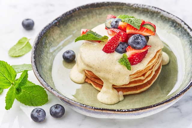 """Стильные завтраки в """"Moregrill"""", панкейки с ванильным кремом"""