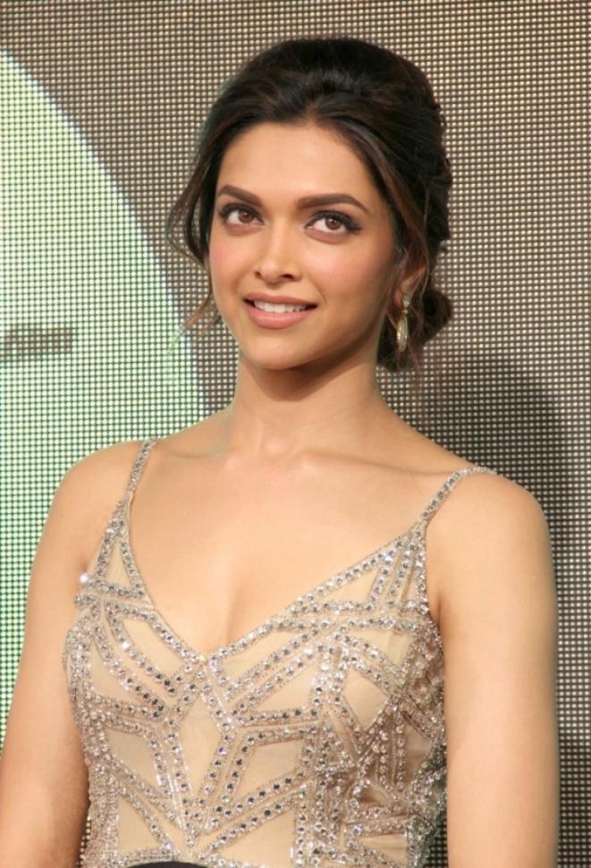 Deepika padukone hot & sexy pics