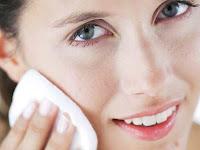 7 Cara Ngilangin Komedo (Perawatan Luar & Dalam)