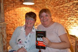 Fiona Barton y María Loreto Navarro. Blog Negro sobre Blanco