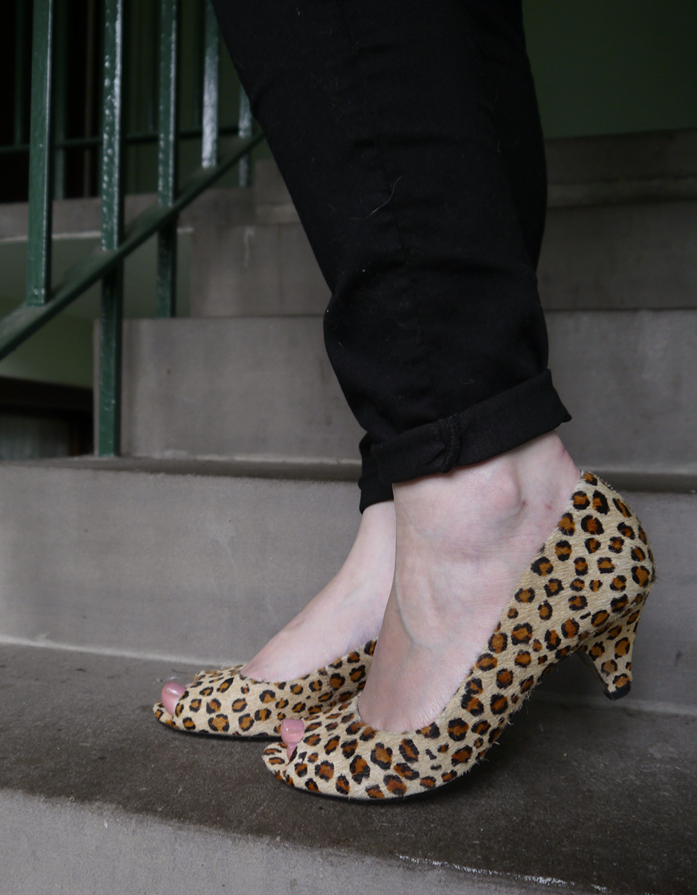 leopard print peep toe shoes, how to style cheetah print in a chic way