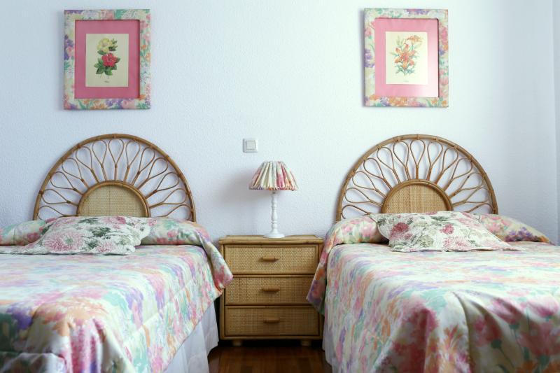 Dormitorio con muebles de mimbre hampton sc - Decoracion mimbre ...