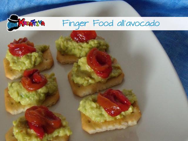 crostini con crema di avocado e peperoni