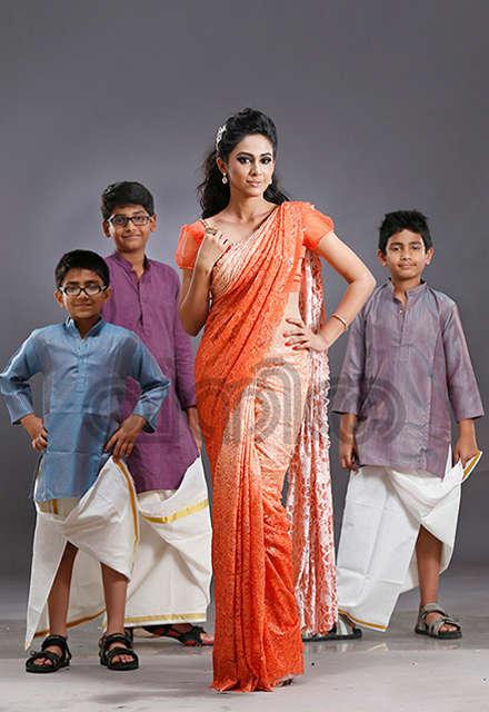 Mallu Actress Aparna Vinod Sexy Hip Show In Saree Hd -3588