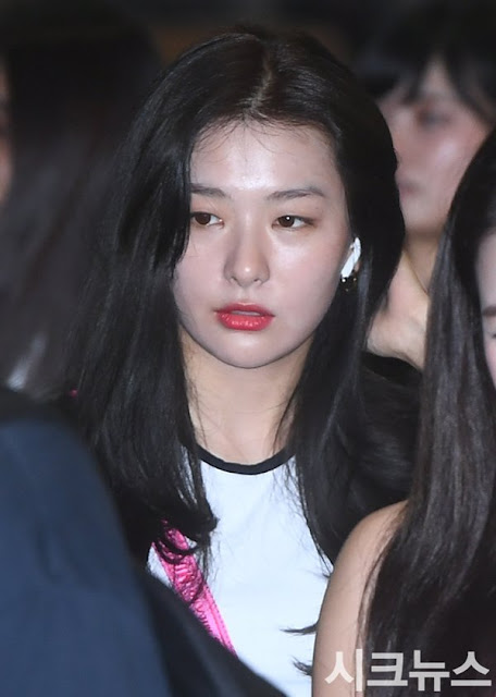 red velvet seulgi with her puffy face at the airport