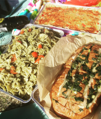 helpot piknikeväät helppo kinkkupiirakka pastasalaatti pestopastalisäke juustoleipä