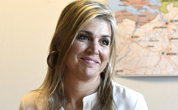 Dutch Queen Maxima visited the Taal aan Zee Foundation. refugees, asylum seekers and foreign women Queen Maxima wore Printed trousers skirts