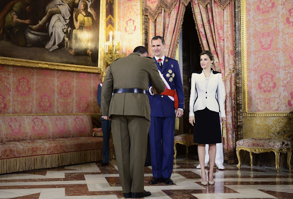 Queen Letizia Style Mango Touch Clutch, wore Prada Pointy Toe Pump, wore Lace