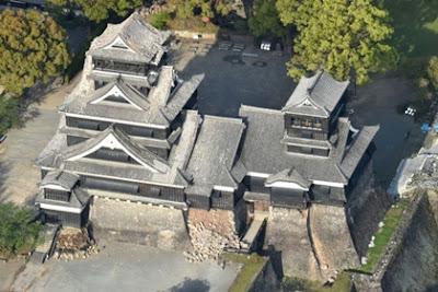 ปราสาทคุมาโมตะหลังแผ่นดินไหว