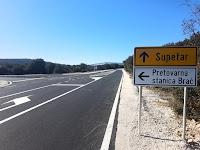 križanje na državnoj cesti D113 Gornji Humac - Selca prema budućoj Pretovarnoj stanici Brač slike otok Brač Online