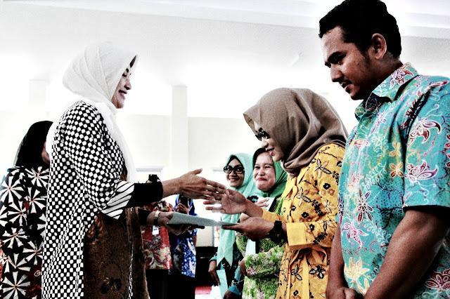Dispendik Kabupaten Probolinggo, akan menerapkan sistem karambol pada penempatan kerja setiap Guru GTT ini yang baru mendapatkan SK.  www.kraksaan-online.com