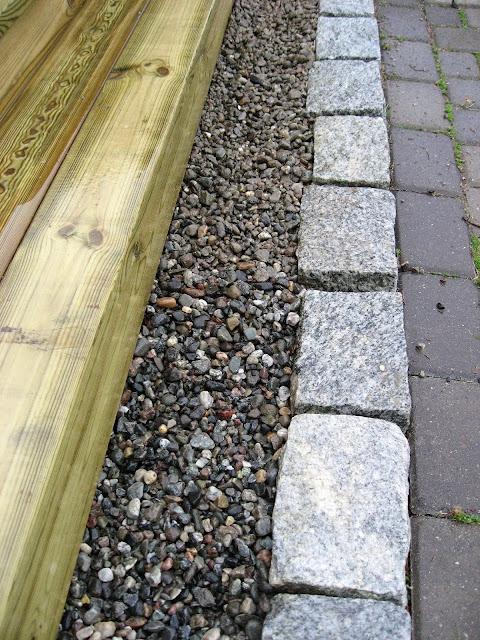 Elvestein er brukelig på flere måter i hagen - som trappetrinnog avslutning IMG_4558 (2)-min