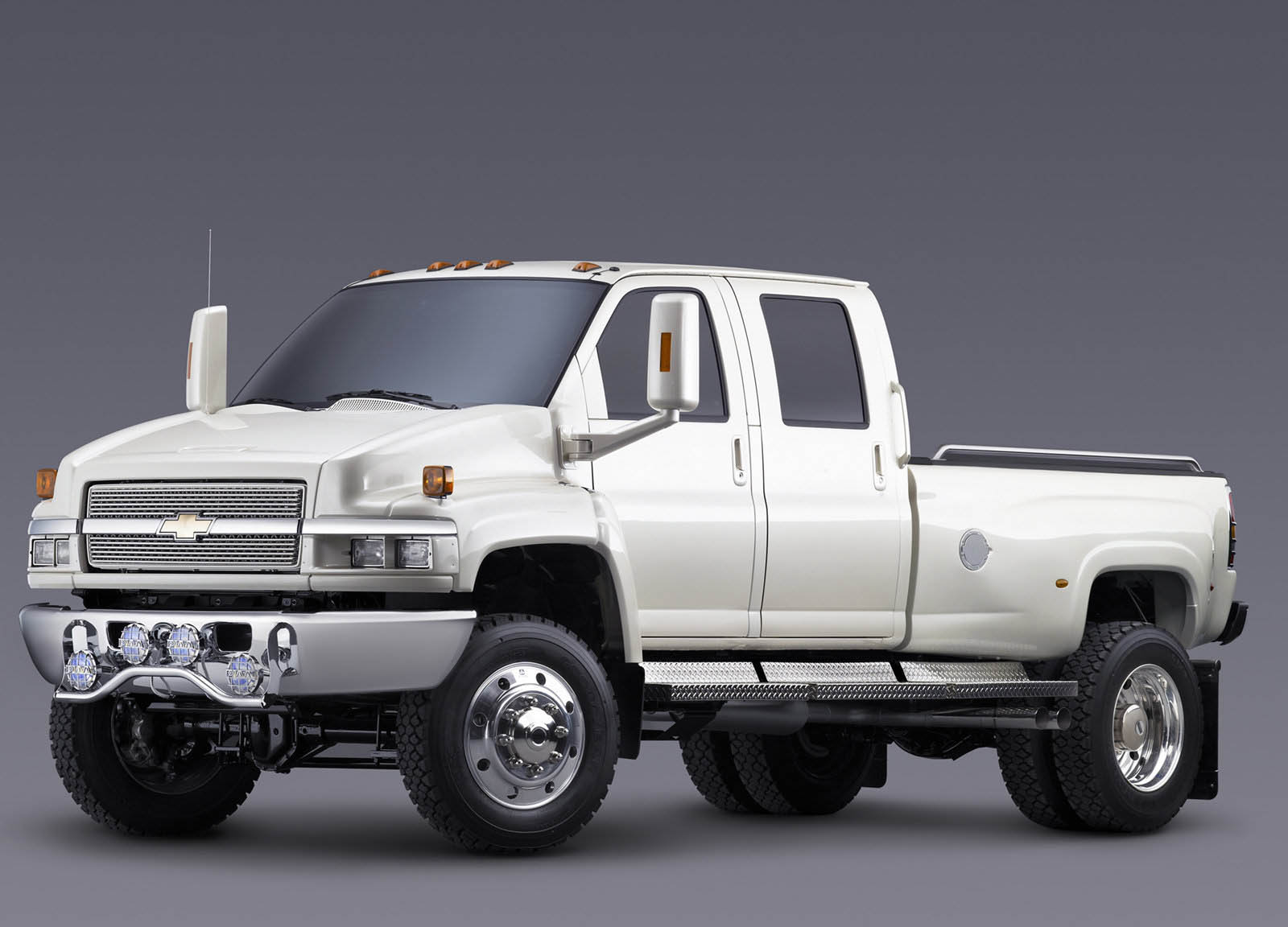 Chevy's Launching An Even More Heady-Duty Silverado 4500/5500 | Carscoops