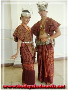 pakaian adat tradisional nusa tenggara timur dari