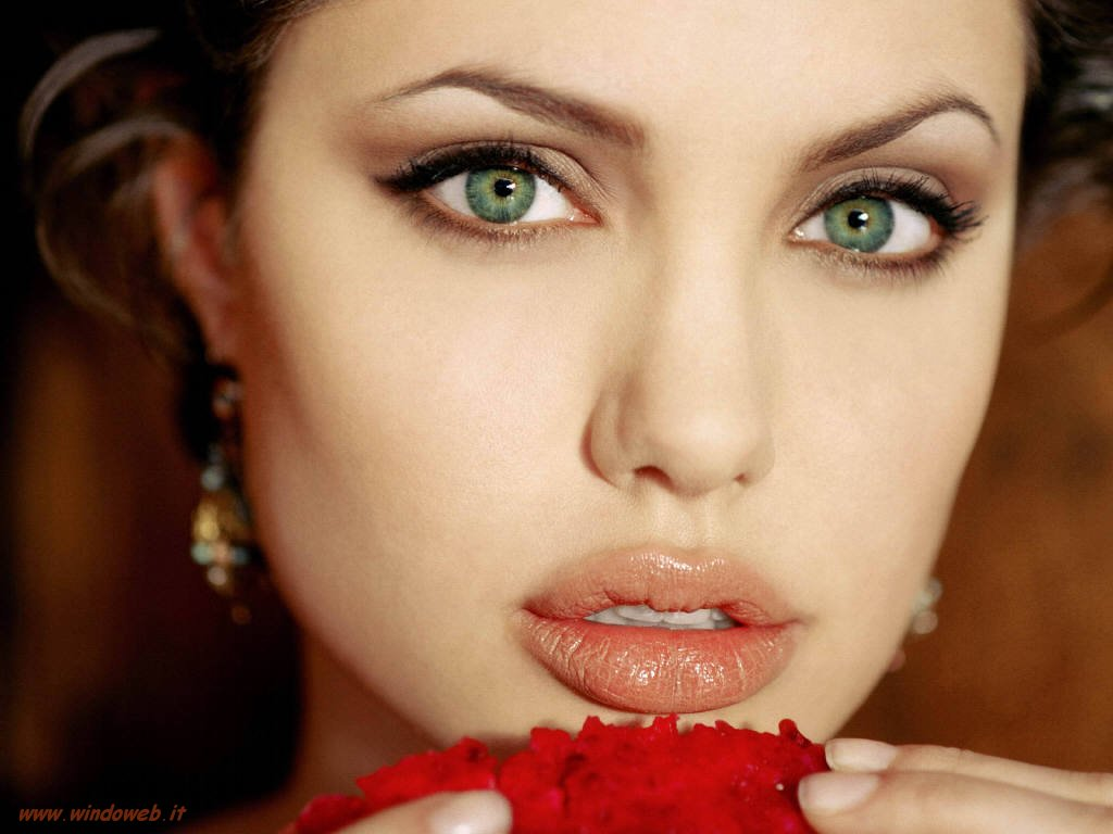 THE LADIES STYLE: Women Who Have Beautiful Eyes In The World