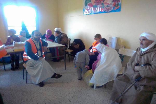جمعية عباد الرحمان من  وهران تجري فحوصات وتقدم ادوية لسكان قرية اولاد عبد القادر