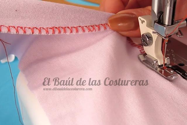 Coser telas elásticas con el prensatelas para bordes sobrehilados falso overlock costura posterior