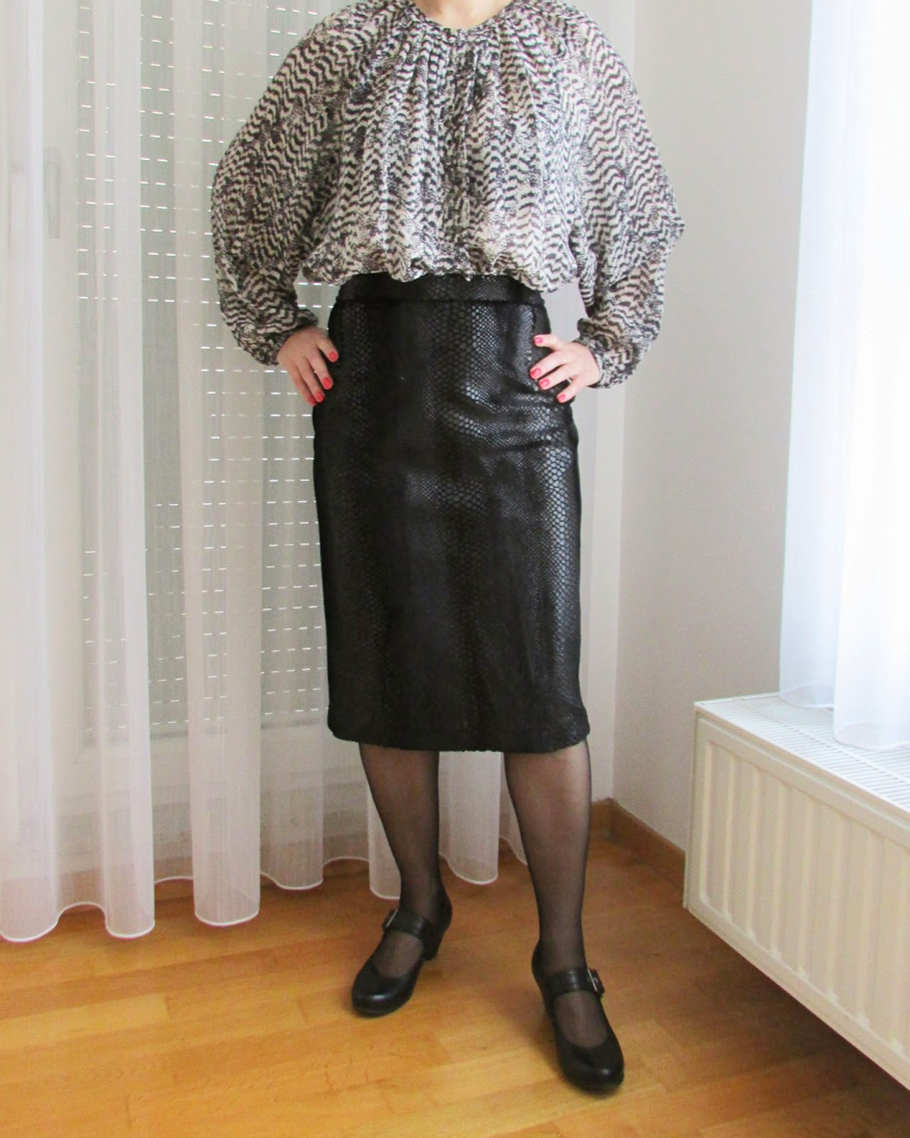 http://ladylinaland.blogspot.com/2014/03/faux-snakeskin-pencil-skirt.html
