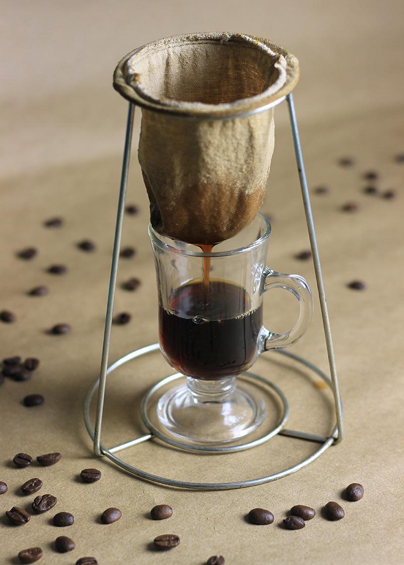 Gosta de café mas não consegue tomar porque é muito ácido? Vem aprender a fazer um que não vai atacar seu estômago!