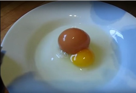 Man Cracks an Unusually Large Egg Open But What He Finds Inside It Will Totally Shock You! (Video)