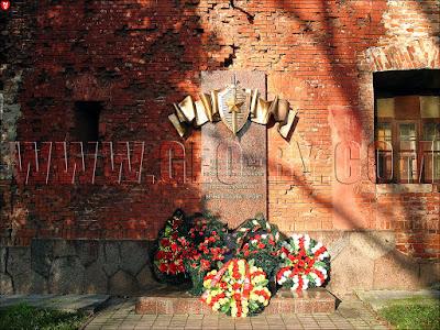 Бресткая крепость. Памятник погибшим НКВДшникам