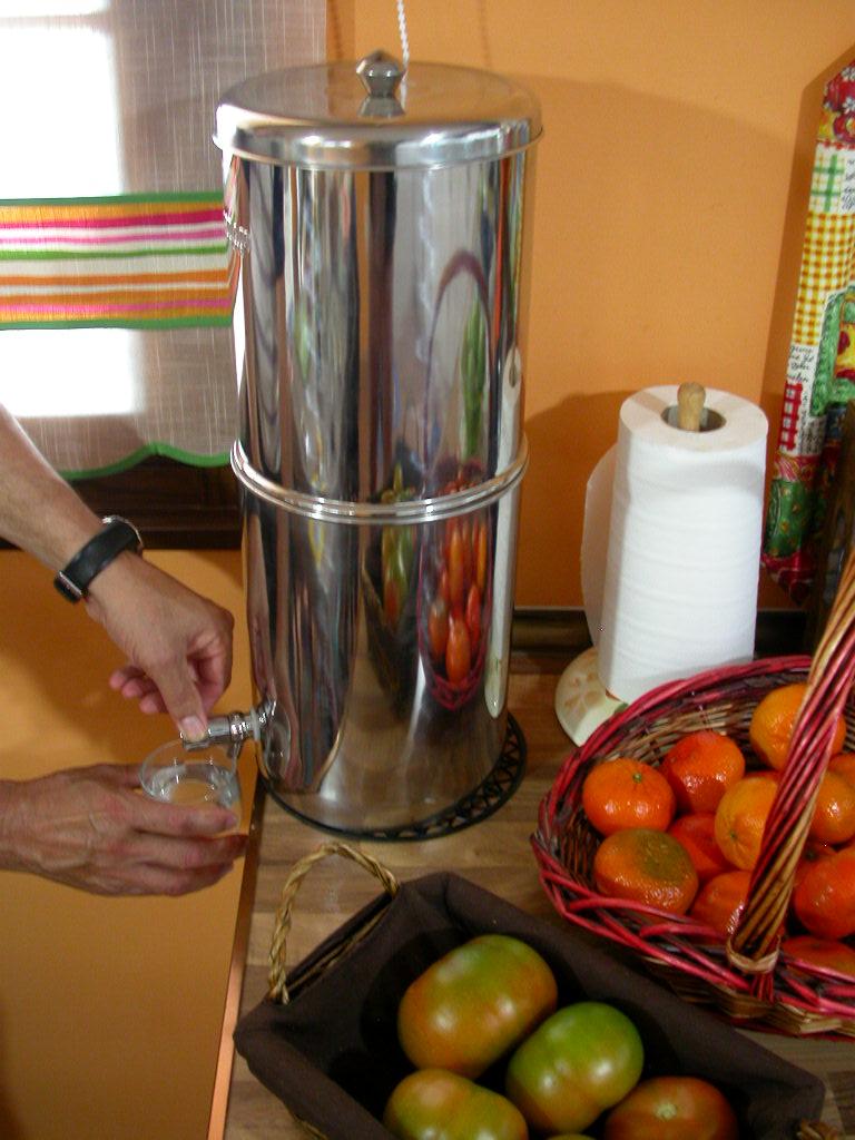 filtre a eau par gravite filtre eau de pluie de source filtre eau du robinet. Black Bedroom Furniture Sets. Home Design Ideas