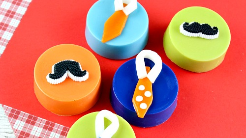Father's Day Candy Coated Oreos- These look professionally made, but these Father's Day candy coated Oreos are actually an easy, homemade dessert! These make an awesome DIY food gift! | homemade gift ideas, gifts for dad, gifts for him, candy, cookie, mustache, tie, colorful, fun, quirky gift, edible gift ideas, recipe, last minute gift