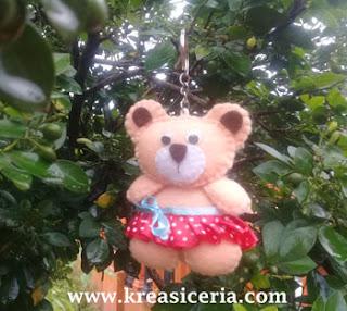 Membuat Gantungan Kunci Teddy Bear dari Kain Flanel