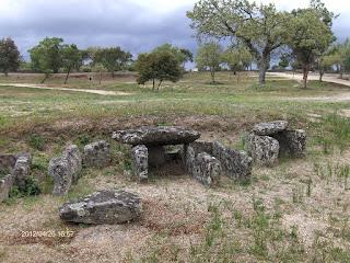 MENHIR / Necrópole Boa Morte, Castelo de Vide, Portugal